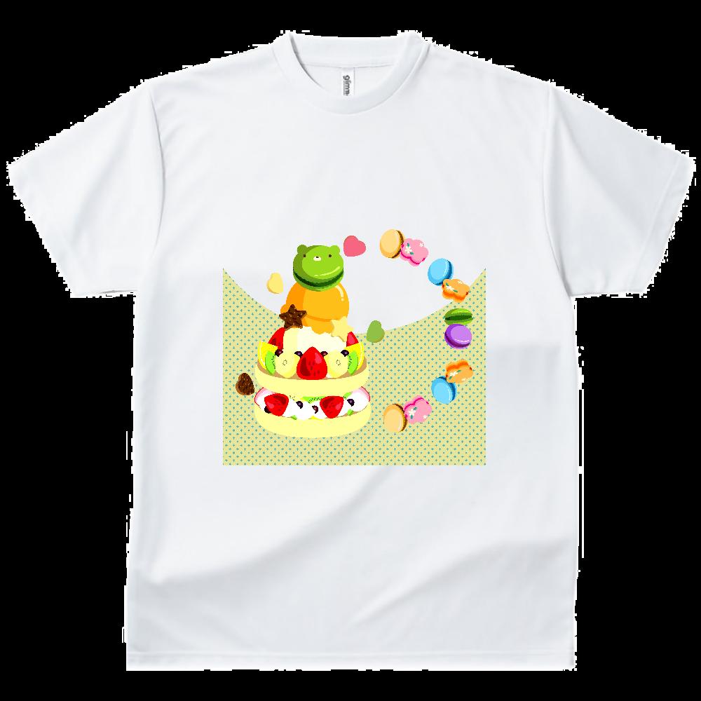 イチゴとキウイ・バナナ・オレンジのフルーツケーキにアイスクリームとマカロンをのせて ドライTシャツ